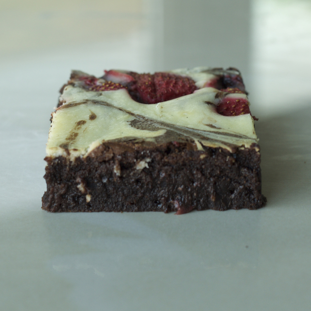 Brownies w/ Seasonal Fruit